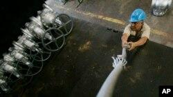 La paralización de la planta Superenvases de la empresa privada Polar afecta a 230 empleados que se han ido a casa con un pago mínimo.