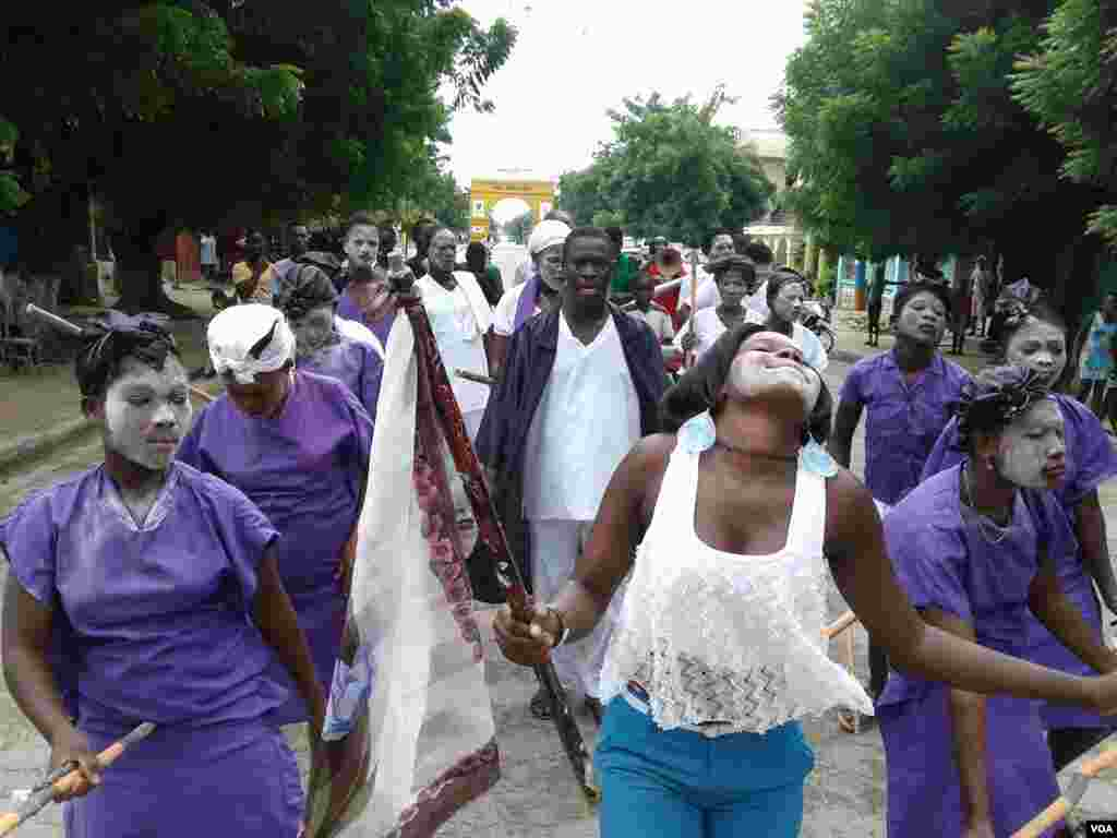 Dancers and drummers begin a celebration of Fèt Gede in the northeast Haitian city of Fort-Liberte. The two-day festival, which overlaps the Christian All Saints Day, honors ancestors. Haitians wear purple, black and white in honor of their forebears. (Jaudelet Junior Saint Vil/VOA)