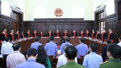 Hội đồng Thẩm phán TANDTC công bố quyết định giám đốc thẩm vụ án Hồ Duy Hải vào ngày 8/5/2020. Photo: PLO.