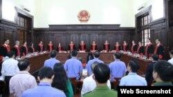 Hội đồng Thẩm phán TAND Tối cao công bố quyết định giám đốc thẩm vụ án Hồ Duy Hải vào ngày 8/5/2020. Photo PLO.