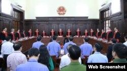 Hội đồng Thẩm phán TAND Tối cao công bố quyết định giám đốc thẩm vụ án Hồ Duy Hải, ngày 8/5/2020. Photo PLO