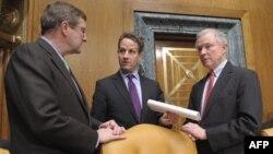Sekretar za finansije razgovara sa liderima senatskog Odbora za budžet (arhivski snimak)