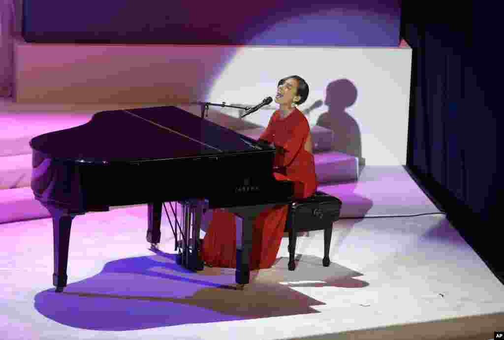 Singer Alicia Keys performs during the Commander-In-Chief Inaugural ball at the Washington Convention Center, January 21, 2013.