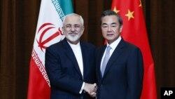 چین او ایران سره په دیپلوماتیکو، اقتصادي، سوداگریزو او د انرژۍ برخو کې نژدې اړیکې لري.