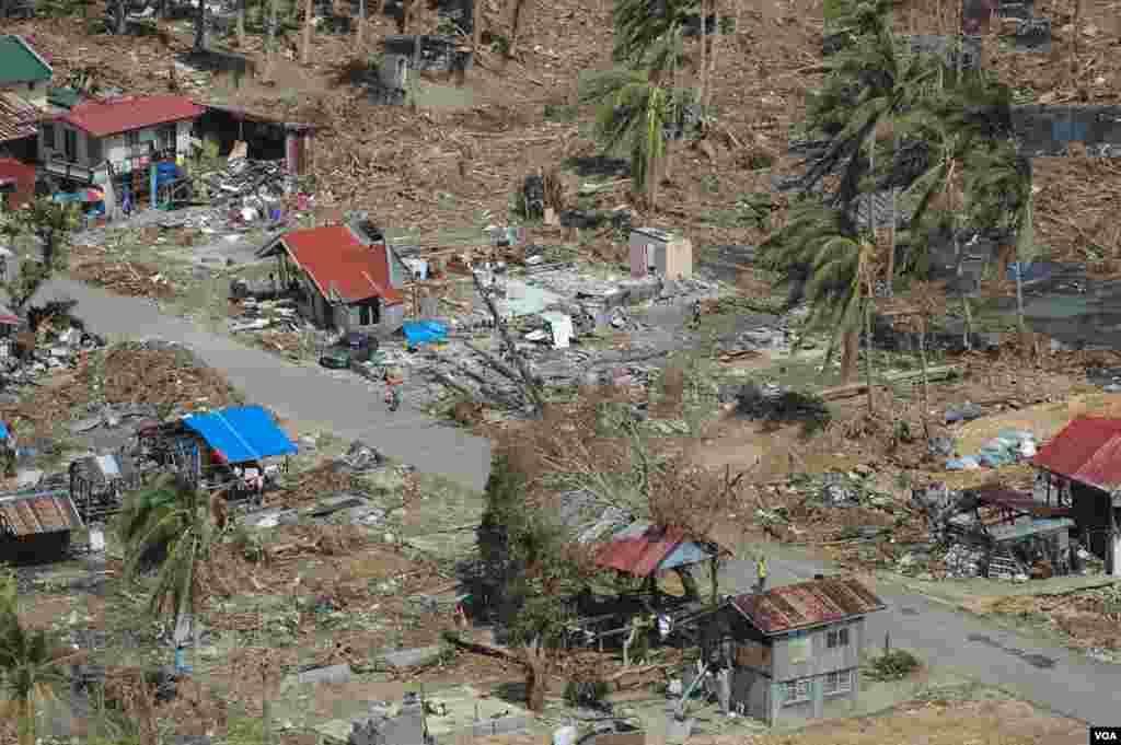 An aerial view of a devastated village in Eastern Samar province, Philippines, Nov. 19, 2013. (Steve Herman/VOA)