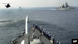 印度海軍戰艦在孟買對開的阿拉伯海進行演練(資料圖片)