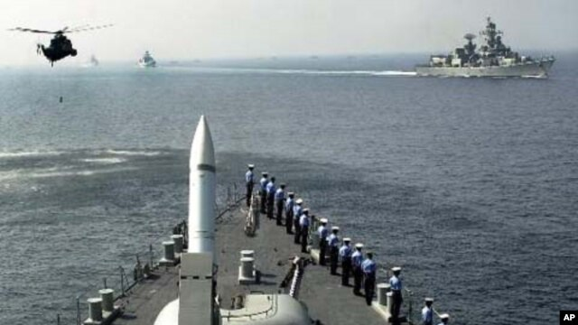 Tàu và máy bay trực thăng của Hải quân Ấn Độ tham gia các cuộc tập trận hải quân ở biển Ả Rập, ngoài khơi bờ biển Bombay.