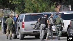 Más de 150 agentes a pie y a caballo rastrearon las desoladas áreas donde se había ocultado el sospechoso, James Lee DiMaggio, quien fue abatido por la policía.