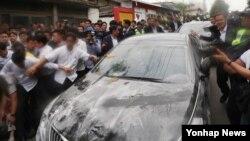 Warga Korea Selatan lakukan demonstrasi atas kekhawatiran akan radiasi sistem pertahanan misil THAAD Jumat (15/7).