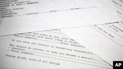 Переведенные на английский язык копии анкет, использовавшихся для рекрутирования боевиков в террористиечксую сеть Усамы бин Ладена. Фотография сделана 20 мая 2015 г. в Вашингтоне, где были рассекречены материалы, обнаруженные в ходе рейда американского спецназа.