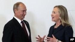 俄罗斯总统普京和美国国务卿克林顿在峰会上