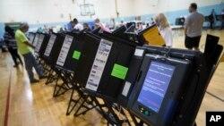 Máy bỏ phiếu điện tử tại Columbus, bang Ohio, Hoa Kỳ.