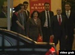 中国官员接待来访的叙利亚总统特使