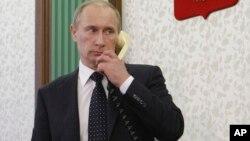 Tổng thống Nga Vladimir Putin trong một cuộc điện đàm (ảnh tư liệu)