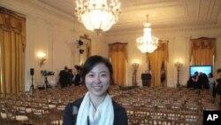 美国之音记者赖至巧在白宫东厅。她会讲中文国语、台语和英语
