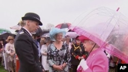 "In an image made from pool video, Queen Elizabeth II speaks with Metropolitan Police Commander Lucy D'Orsi in the garden of Buckingham Palace in London, May 10, 2016. The queen was overheard on video describing Chinese officials as ""very rude."""