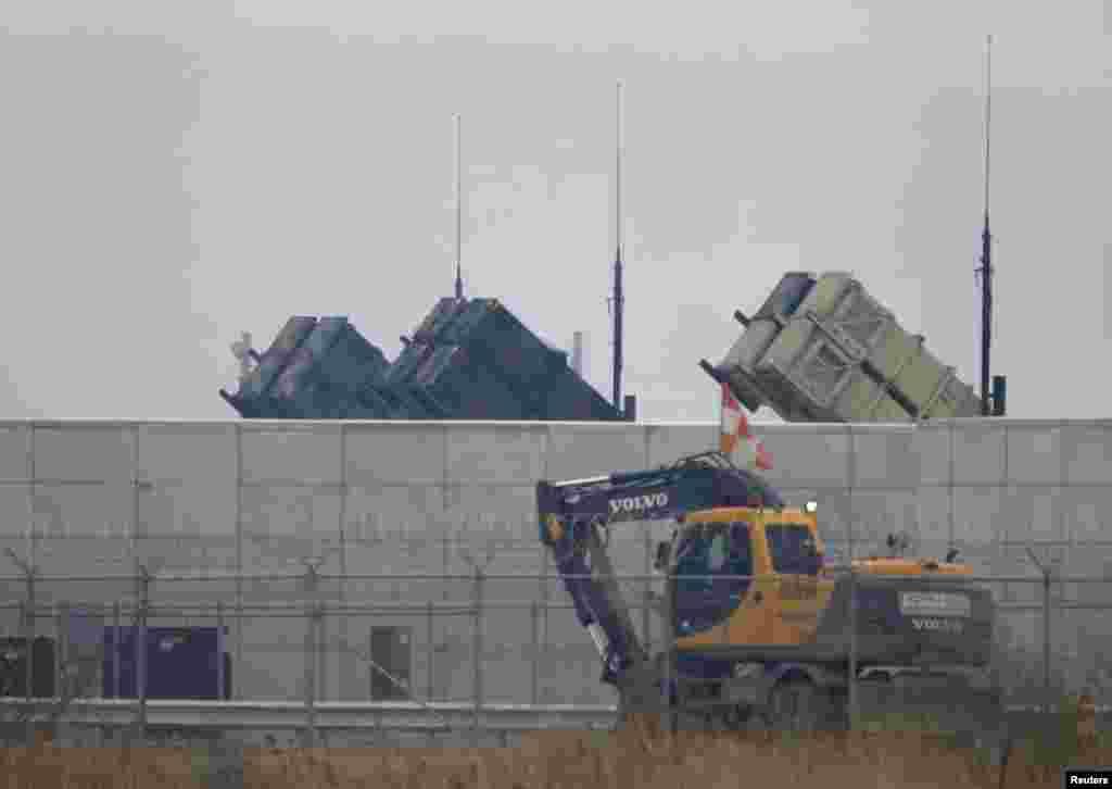 2013年4月5日,一輛卡車經過首爾以南元山基地美國陸軍的愛國者導彈。
