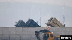 位于首尔以南的美国乌山空军基地高墙内是美军爱国者导弹防空炮兵连。(资料图)