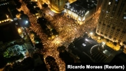Visão aérea de um protesto em apoio à greve dos professores no Rio de Janeiro (7 de Outubro 2013 REUTERS/Ricardo Moraes)