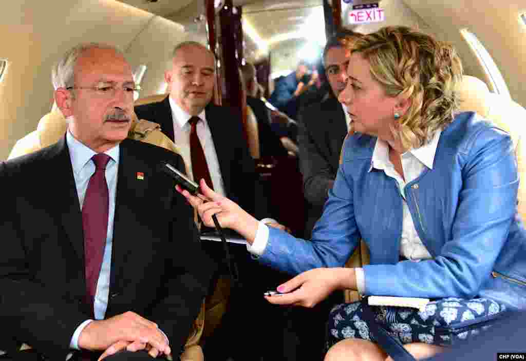 VOA Turkish Ankara Stringer Yildiz Yazicioglu interviews Kemal Kilicdaroglu, leader of Turkey's main opposition party, Republican People's Party, May 2015.