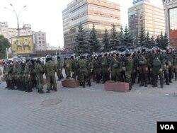 每次反政府集会时官方都出动大批内务部队。2014年9月的莫斯科反战游行后,内务部队集合。