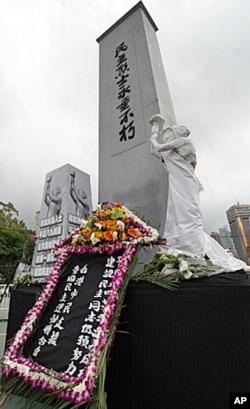民主烈士纪念碑矗立在香港64烛光集会会场