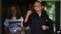 Puerto Rican nationalist Oscar Lopez Rivera is released from home confinement after 36 years in federal custody, in San Juan, Puerto Rico, May 17, 2017. Lopez was considered a top leader of Puerto Rican militant group that said it was responsible for more than 100 bombings in several U.S. cities and Puerto Rico during the 1970s and early 1980s.