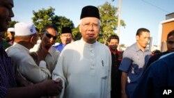 PM Malaysia Najib Razak menghadiri sebuah acara buka bersama di masjid Semenyih, pinggiran Kuala Lumpur, Malaysia tahun lalu (foto: dok).