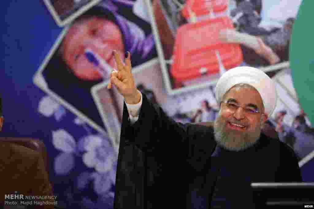 کلید گشایش درهای انتخابات با حضور حسن روحانی. اینبار شعار او چیست؟ عکس: مجید حق دوست