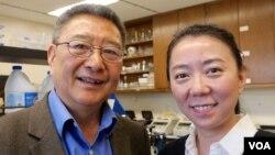 洛杉磯加大的張作風教授和朱怡芳副教授(美國之音國符拍攝)