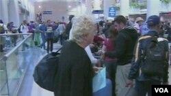 Untuk menutup ongkos bahan bakar yang tinggi, maskapai-maskapai penerbangan menaikkan harga tiket bagi para penumpang.