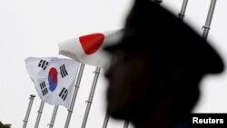 Nhật Bản và Hàn Quốc leo thang căng thẳng khi Seoul lên án truyền thông Nhật nói rằng Hàn Quốc đã chuyển giao một hóa chất quan trọng cho Triều Tiên.