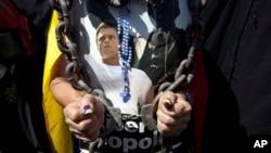 Leopoldo López fue acusado por los delitos de daños e incendio, instigación publica y asociación para delinquir.