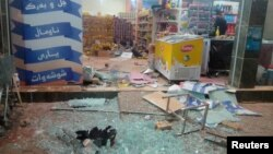 La devanture d'un magasin détruit le tremblement de terre à Halabja, en Irak, le 12 novembre 2017. (TWITTER - Osama Golpy/Rudaw/Social Media/via Reuters)