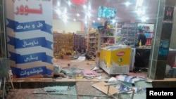 Bagian depan sebuah toko yang rusak akibat gempa di Halabja, Irak, 12 November 2017. TWITTER - Osama Golpy/Rudaw/Social Media/via Reuters