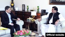 وفاقی وزیر قانون کی وزیراعظم اشرف سے ملاقات