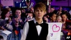 Justin Bieber, con tan sólo 18 años ha vendido a lo largo de su carrera más de cuatro millones de discos.