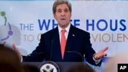 Estados Unidos y otros países europeos advierten de un mayor aislamiento de Rusia por su comportamiento en Ucrania.