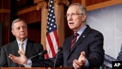 Senate Majority Leader Harry Reid (r) and Senate Majority Whip Richard Durbin, speak with reporters about avoiding a government shutdown, on Capitol Hill, Sept. 12, 2013.
