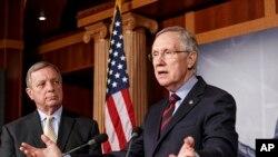 سناتور هری رید و سناتور ریچارد داربین در سنای آمریکا به پرسش های خبرنگاران پاسخ دادند. واشنگتن، ۱۲ سپتامبر ۲۰۱۳