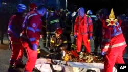 İzdihamın ardından itfaiye ve ilk yardım ekipleri yaralılara müdahale etti