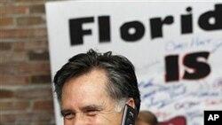 플로리다 주 경선 개표를 기다리는 미트 롬니 후보