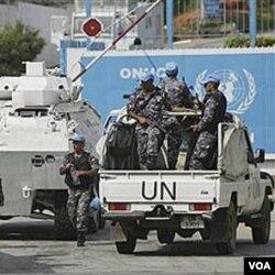 Sekelompok orang menyerang konvoi PBB di Abidjan hari Selasa, pada saat delegasi ECOWAS sedang berada di Pantai Gading.