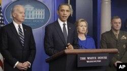 ປະທານາທິບໍດີ ໂອບາມາ ທຳການໂອ້ລົມກັບທ່ານ ຮອງປະທານາທິບໍດີ Joe Biden ແລະເຈົ້າໜ້າທີ່ຂັ້ນສູງ ຂອງສະຫະລັດຜູ້ອື່ນໆກ່ຽວກັບການທົບທວນຂອງທຳນຽບຂາວເມື່ອໝໍ່ໆມານີ້ ໃນການທຳສົງຄາມຢູ່ອັຟການີສຖານ ທີ່ໄດ້ສະຫລຸບວ່າ ສະຫະລັດຕ້ອງໄດ້ສ້າງຄວາມໄວ້ເນື້ອເຊື່ອໃຈ ແລະສະຖຽນລະພາບໃນປາກິສຖານ.