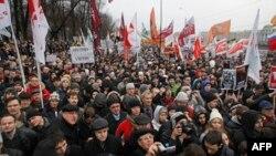 Rusët protestojnë kundër Putinit dhe pro demokracisë