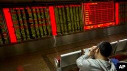 Las preocupaciones por la economía china y los pecios del petróleo contribuyeron a la peor semana en los mercados accionarios de EE.UU. desde 2011.