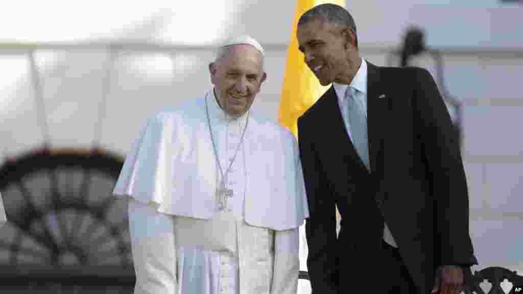 Shugaba Barack Obama Yana Zantawa Da Fafaroma Francis A Yayin Da Ake Gudanar Da Bikin Ziyarar Sa A Fadar White House, Satumba 23, 2015.
