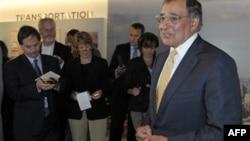 Bộ trưởng Quốc phòng Hoa Kỳ Leon Panetta nói quân số sẽ phải được quyết định trong các cuộc thương thảo với giới lãnh đạo Iraq