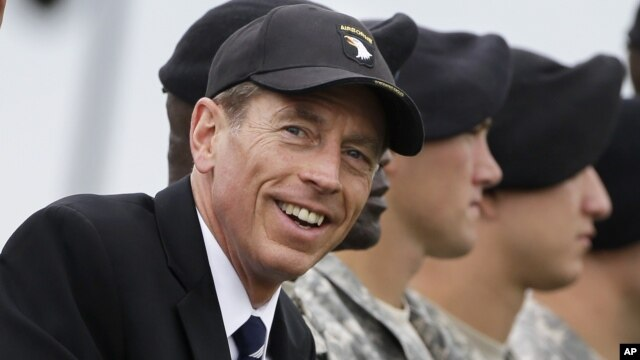 """El General Petraeus dijo en el Congreso: """"Lo lamento""""."""