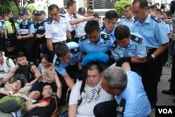 香港警方7月2日拘捕511名參與預演佔中的示威者,有被捕示威者組織「我們都是511」民間政改關注組(美國之音湯惠芸攝)